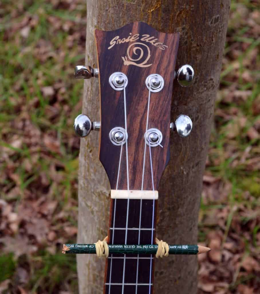 DIY ukulele capo using a pencil and rubber band