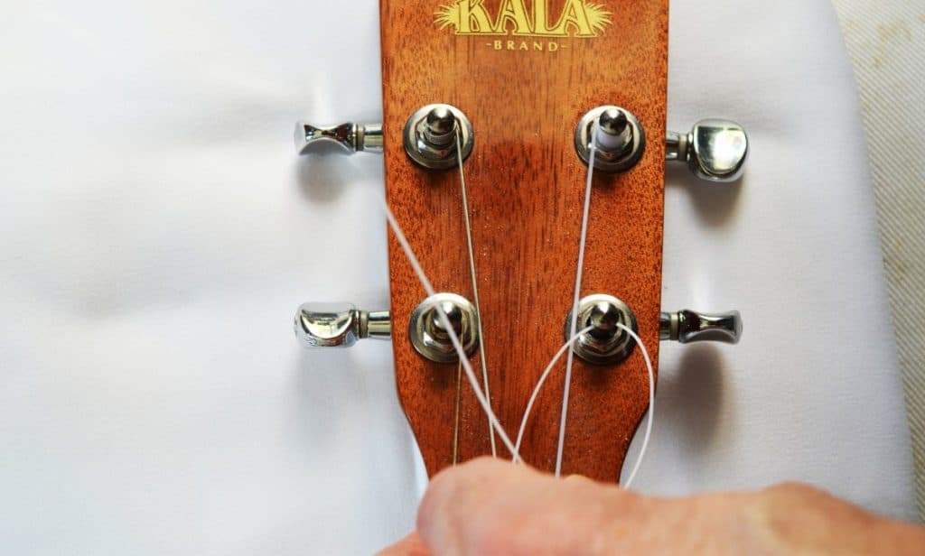 Step 3: Bring the string end around to form an 'O'.